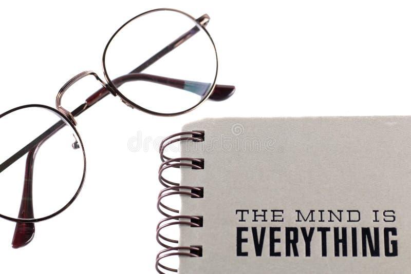 Szkła i notatnik odizolowywający na białym tle zdjęcie royalty free