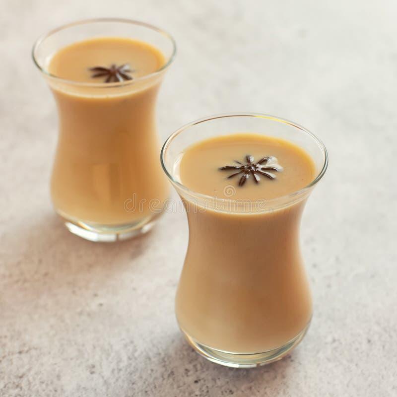 Szkła tradycyjna indyjska masala Chai herbata z spiced obraz royalty free