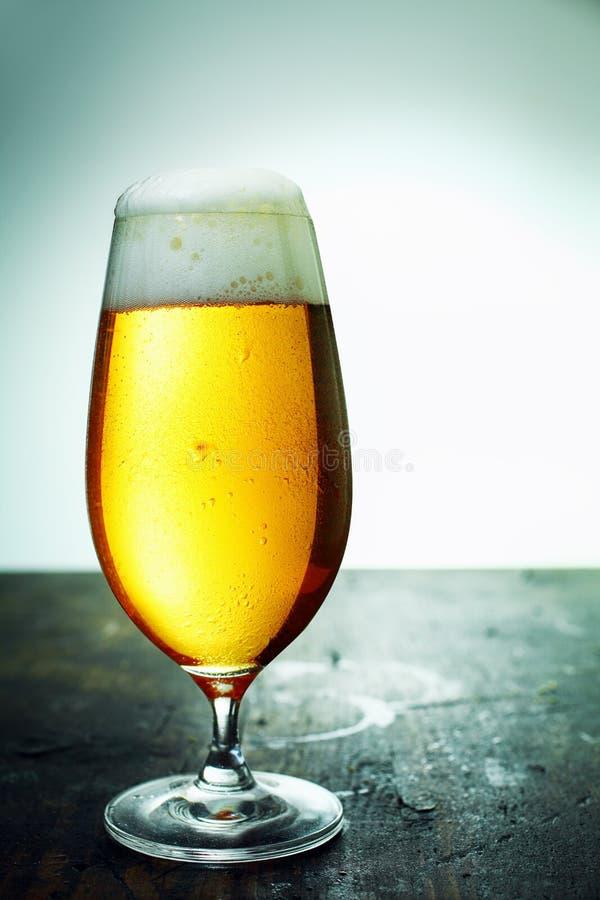 Szkło świeży foamy piwo, zakończenie obraz stock