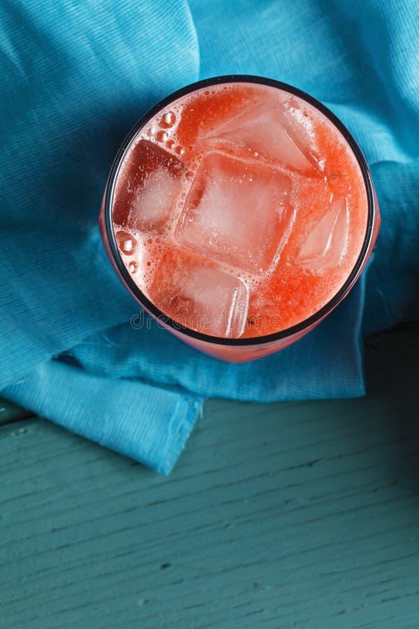 Szkło arbuza smoothie nad widok obraz stock