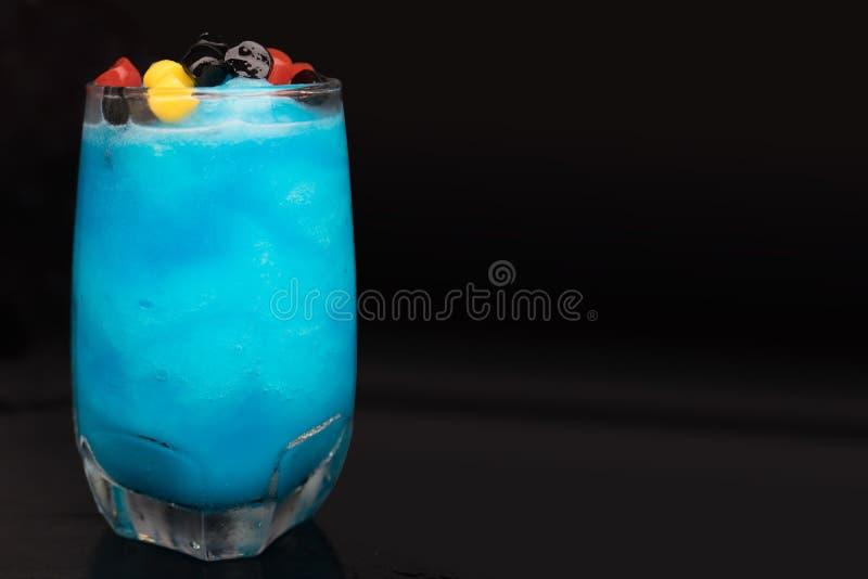 Szkło błękitny laguna koktajl fotografia stock