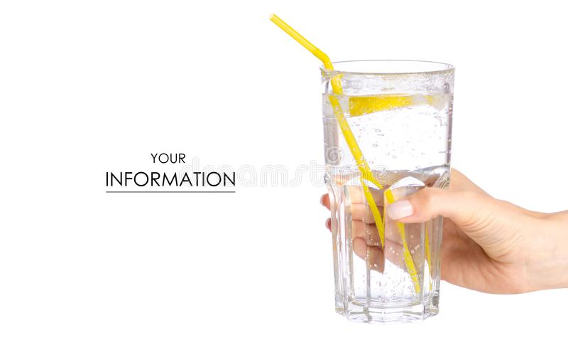 Szkło carbonated woda z cytryną w ręka wzorze zdjęcie royalty free