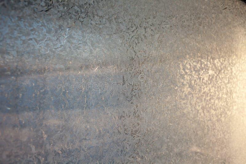 szkło deseniuje zima Ozdobny mrozu wzór na frosted okno jako Bożenarodzeniowy tło zdjęcia stock