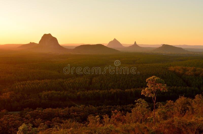 Szkło Domowe góry przy zmierzchem w Queensland, Australia zdjęcie royalty free