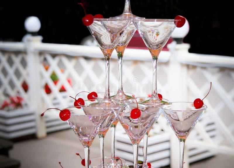 Szkło jasnego szampana części świętowania ślubu światła ustalony halny napój przed bankieta cateringiem outside zdjęcie stock