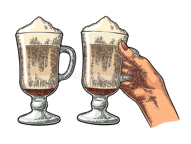 Szkło Latte macchiato kawa z batożącą śmietanką ilustracja wektor