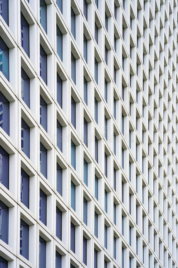 Szkło popielaty kwadratowy fasadowego nowożytnego miasta budynku biznesowy drapacz chmur Windows W nowym sąsiedztwie nowożytni bu obrazy royalty free