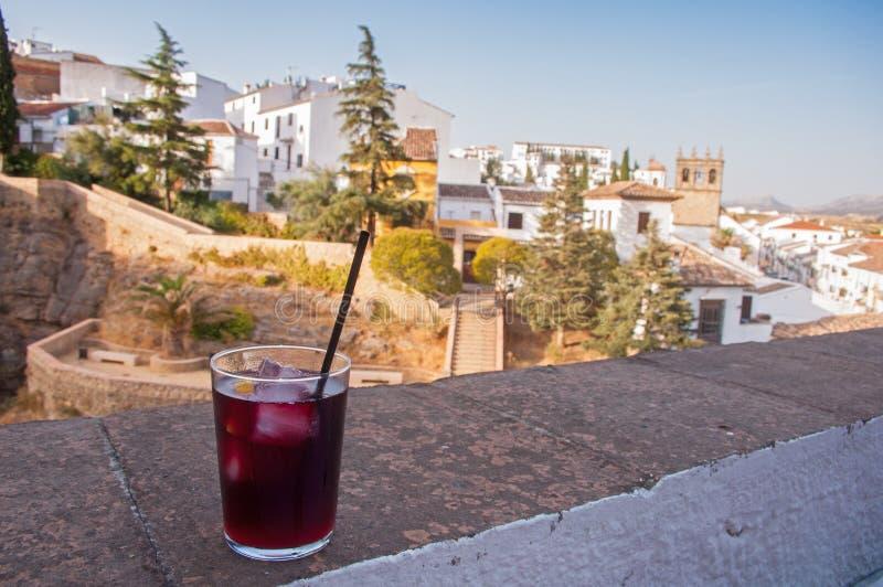 Szkło sangria w Ronda Hiszpania zdjęcie royalty free