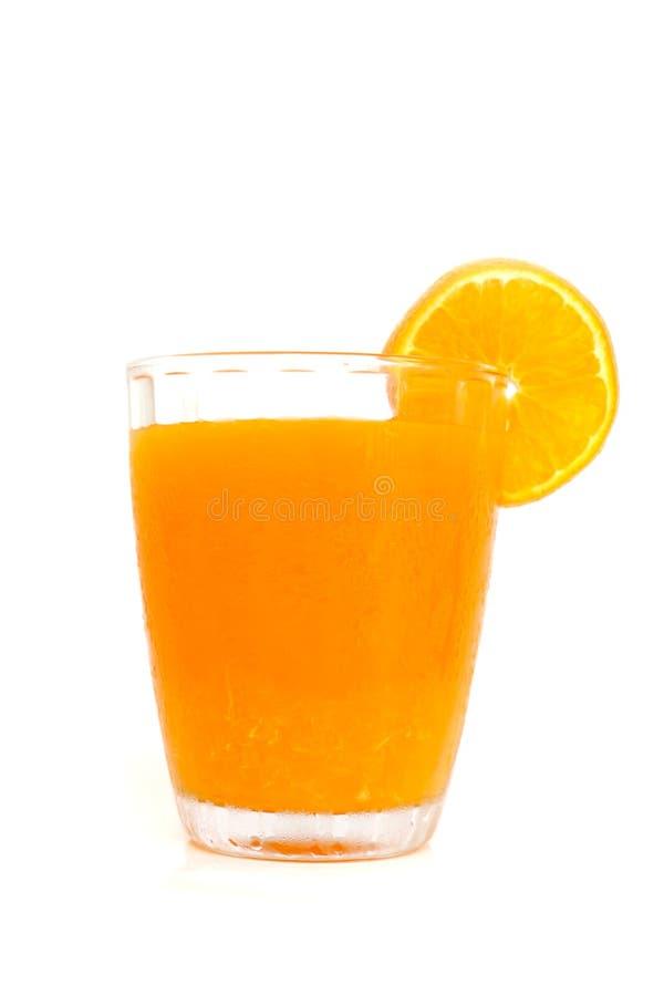 Szkło sok pomarańczowy z plasterkami pomarańczowymi obraz royalty free