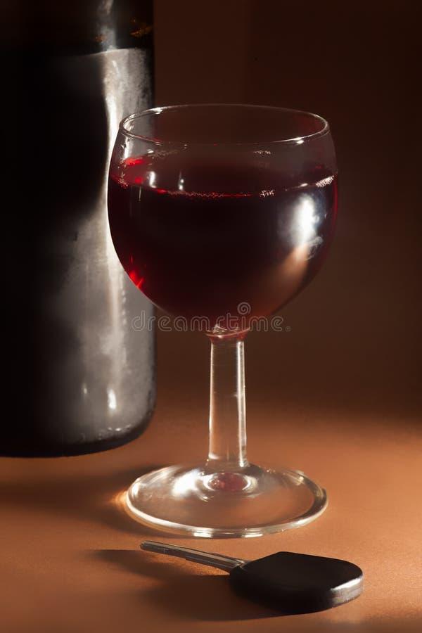 Szkło wina i samochodu klucz zdjęcia stock