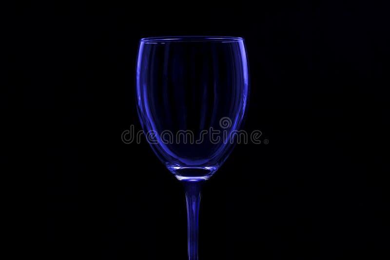 Szkło z błękitnym odcieniem na czarnym tle zdjęcie stock