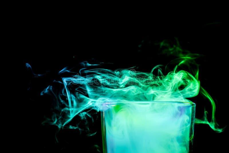 Szkło z kolorowym dymem obraz royalty free