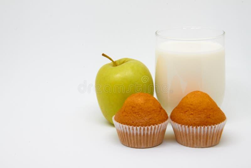 Szk?o mleko, kawa?ek owoc &-x28; Apple&-x29; i babeczki Zdrowy ?asowania poj?cie dla ?niadania i dobry pocz?tek dzie? obrazy royalty free