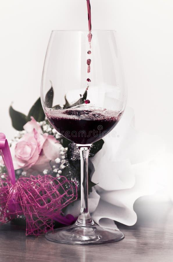 Szk?o ?wietny czerwone wino obrazy royalty free