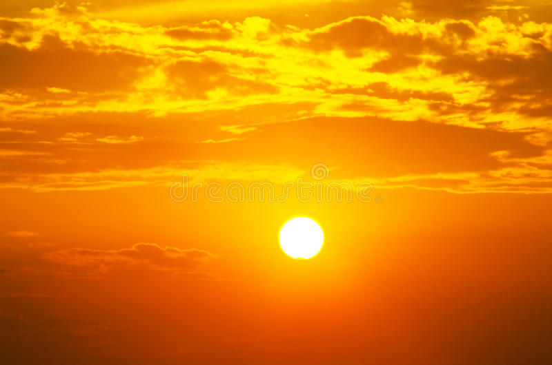 Szkarłatny spadek i duży lata słońce fotografia royalty free