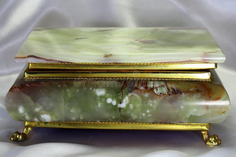 Szkatuła od onyksu w złocistej ramie obrazy stock