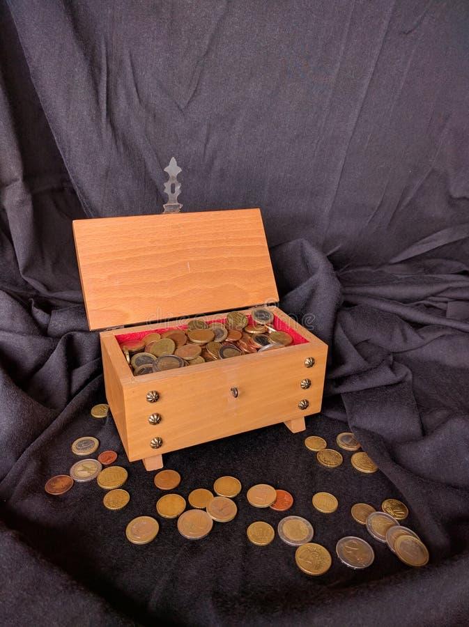 szkatuła pieniądze zdjęcia royalty free