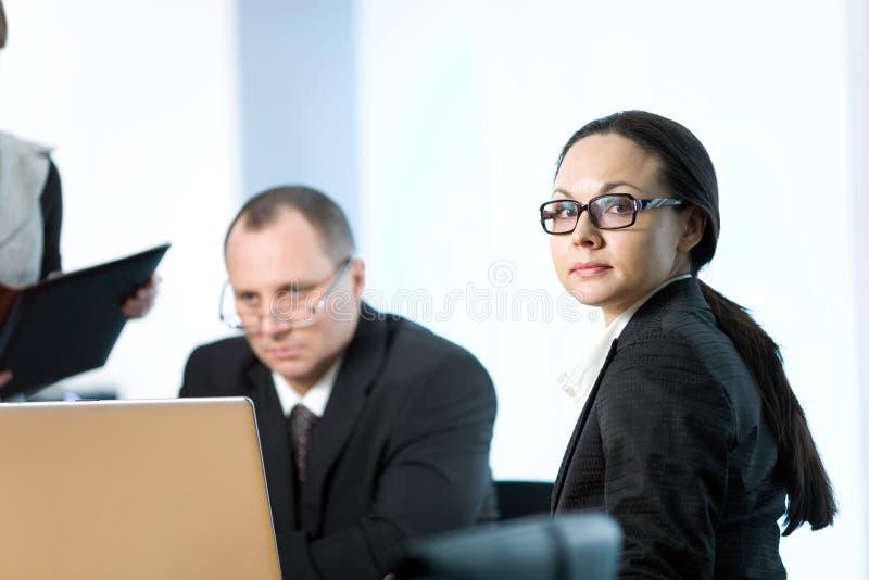 Download Szkieł mężczyzna kobiety obraz stock. Obraz złożonej z biznesmen - 13337815