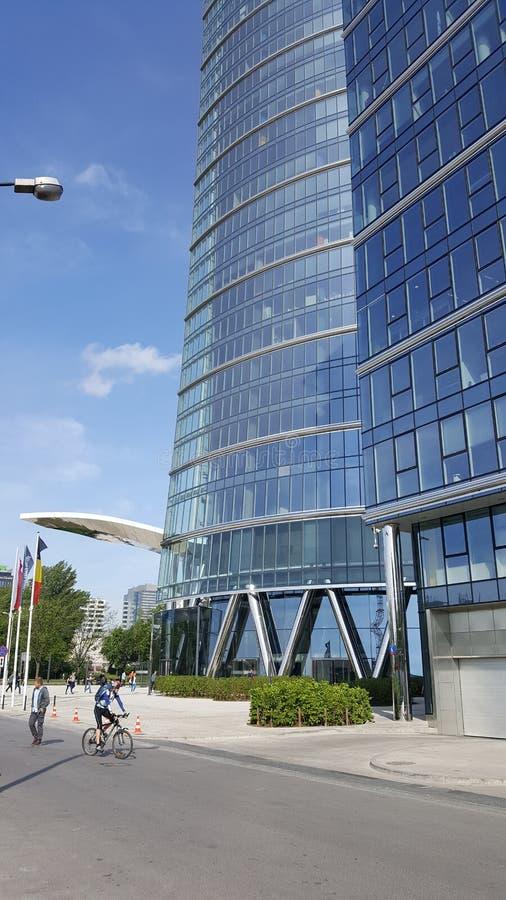 Szklana buduje Warsaw iglica w Warsaw fotografia stock