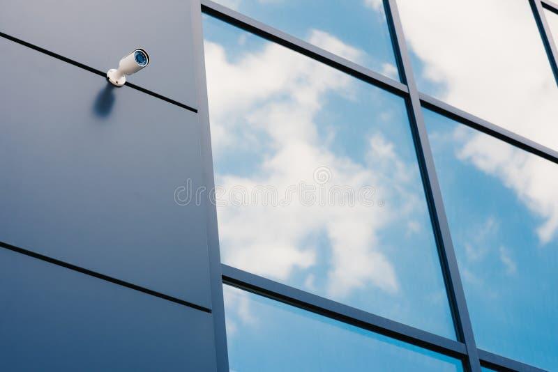 Szklana fasada nowożytny budynek biurowy fotografia royalty free
