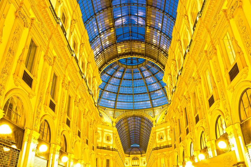 Szklana kopuła Galleria Vittorio Emanuele w Mediolan, Włochy zdjęcia royalty free