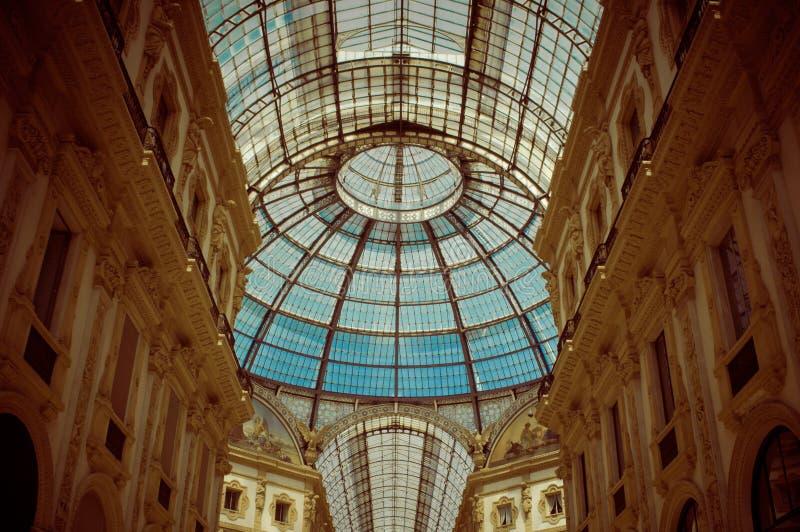 Szklana kopuła w centrum Galleria Vittorio Emanuele w Mediolan Horyzontalny, nikt obraz stock