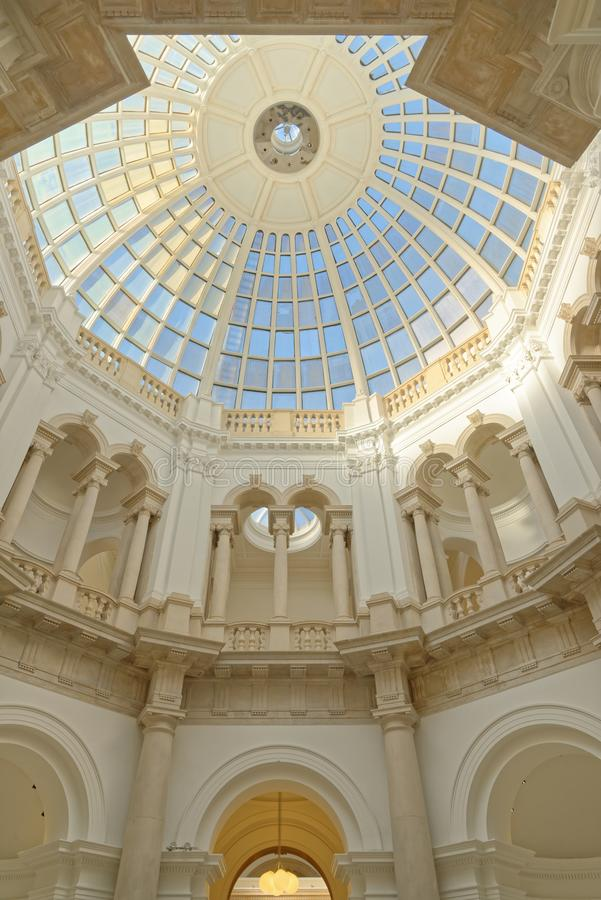 Szklana kopuła z kolumnami i geometrical wzorami, London England zdjęcie royalty free