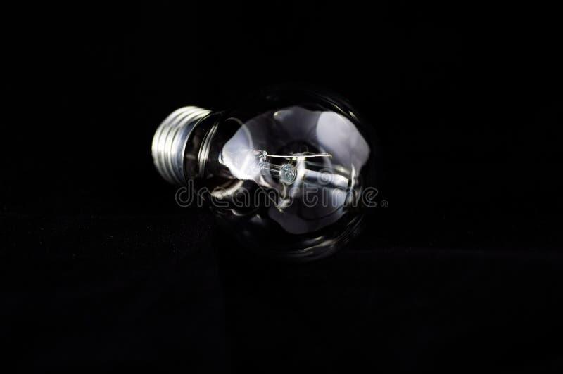 Szklana lampa na czarnym tle obraz royalty free