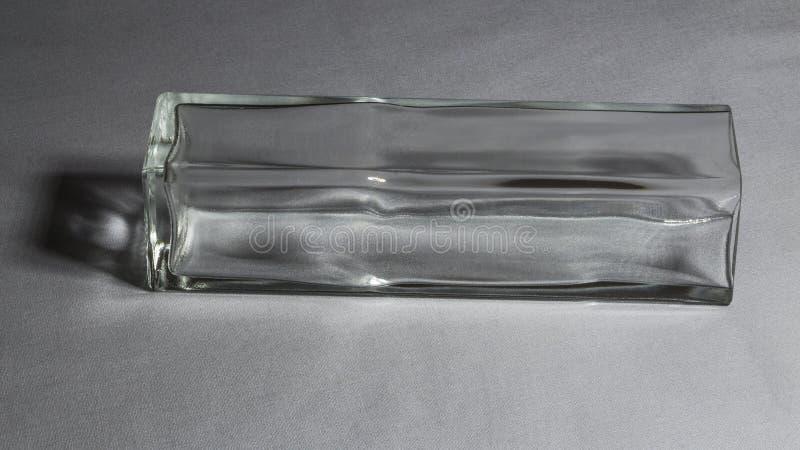 Szklana waza na szarym tle fotografia stock