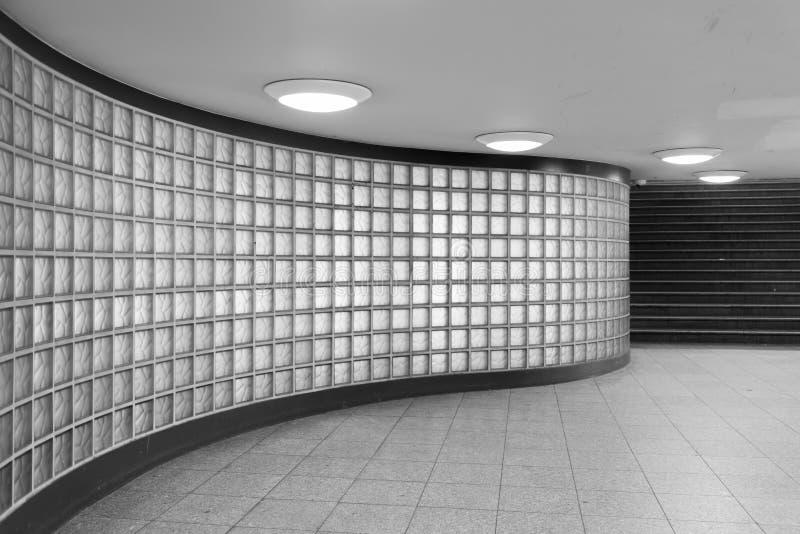 Szklani bloki z czarnymi schodkami fotografia stock