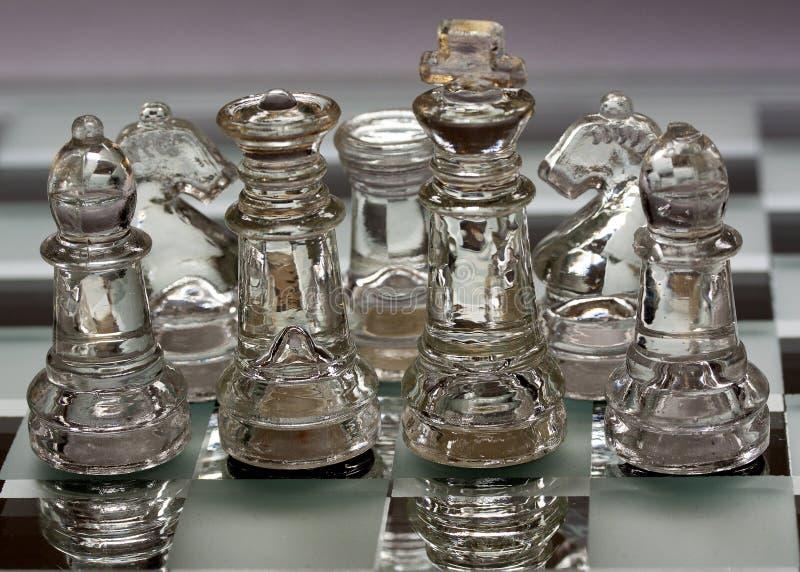 Szklani szachowi kawałki, uszeregowywający obraz stock