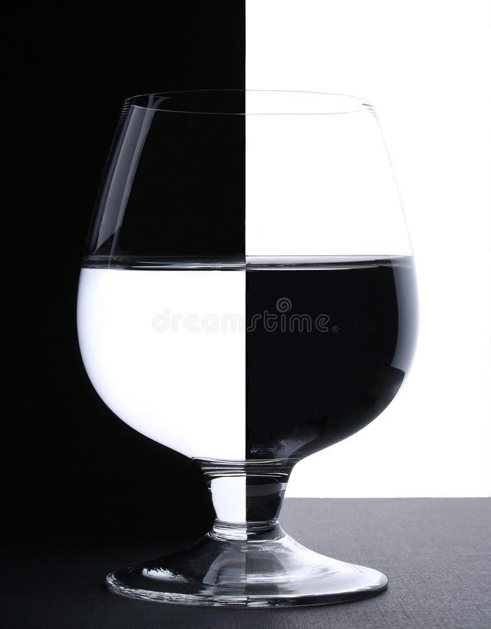 Download Szklankę wody obraz stock. Obraz złożonej z rummer, kontrast - 6187817