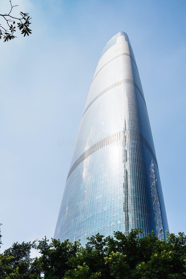 Szklany drapacz chmur w Guangzhou mieście w wiośnie obrazy royalty free
