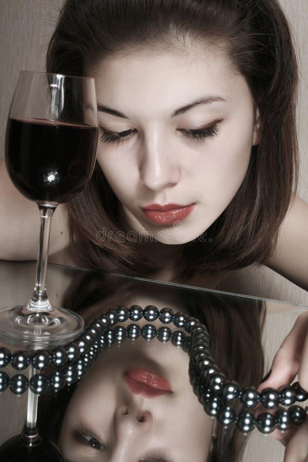 szklany dziewczyny wino obraz stock