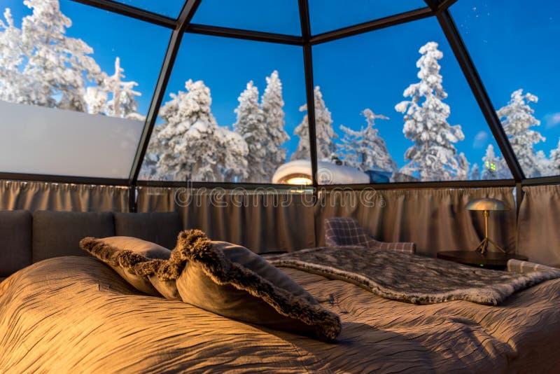 Szklany igloo w Lapland blisko Sirkka, Finlandia zdjęcie stock