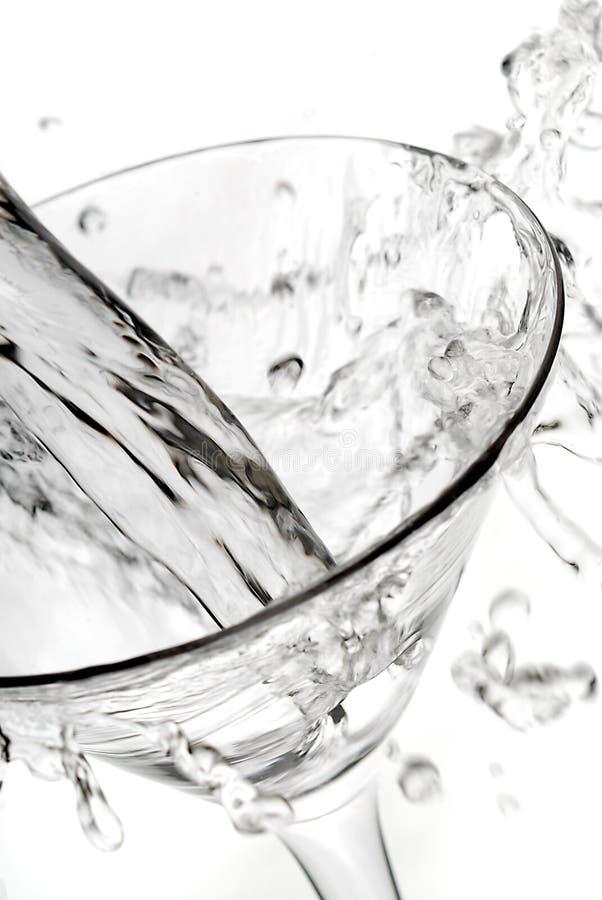szklany Martini pour plusk obrazy royalty free