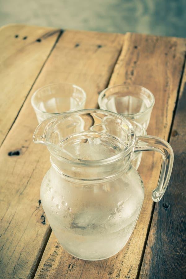 Szklany miotacz woda i szkło fotografia stock