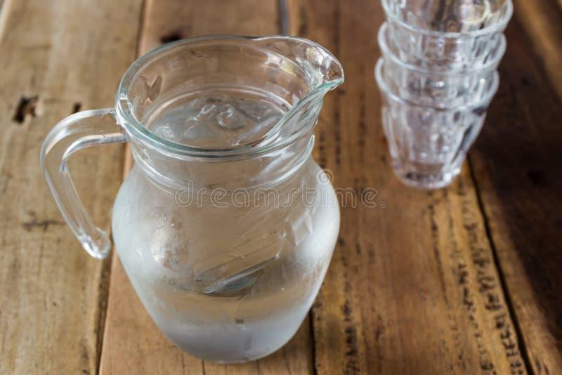 Szklany miotacz woda i szkło zdjęcia royalty free