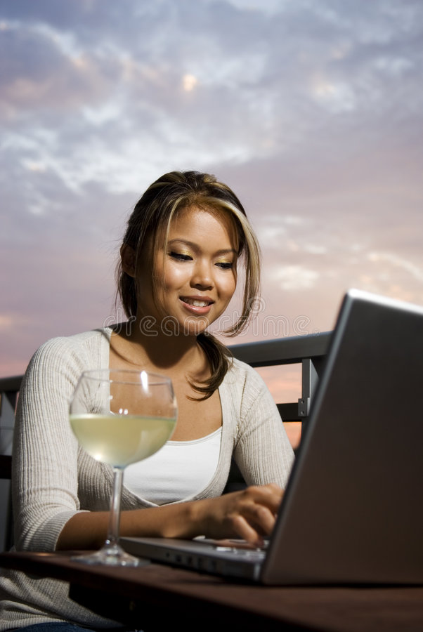 szklany online wino fotografia royalty free