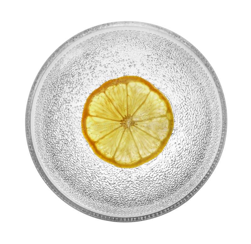 Szklany puchar z cytryną i bąblami obraz stock