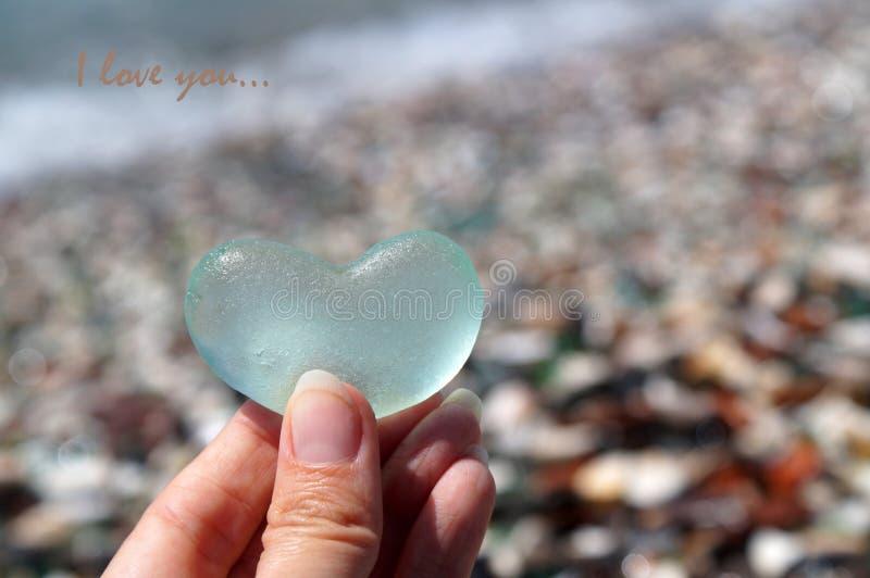 Szklany serce symbolizuje miłości zdjęcia stock