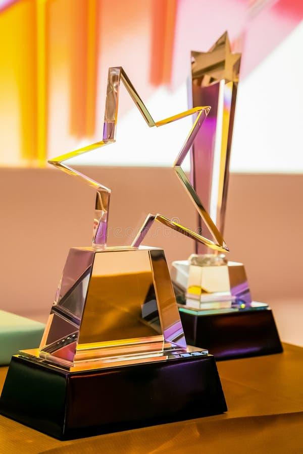 Szklany trofeum dla zwycięzcy przy korporacyjnym nagroda bankietem obraz royalty free