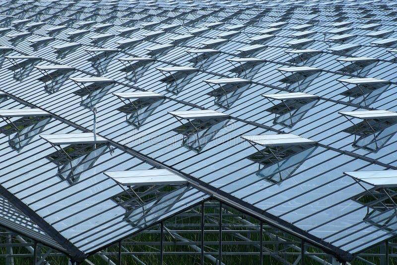 Szklarnia dach z mnóstwo rozpieczętowanymi okno obrazy royalty free