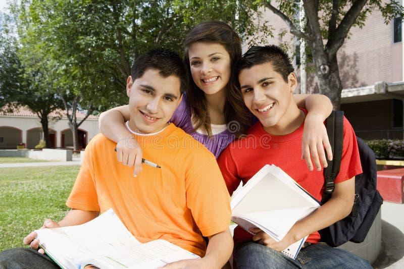 Szkoła Średnia przyjaciół Studiować zdjęcie stock