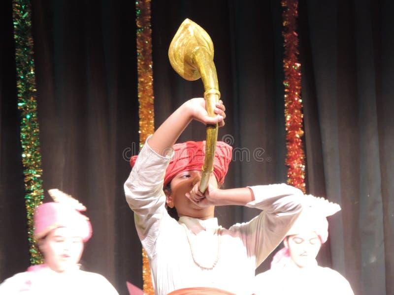 Szkoła żartuje spełnianie na rocznym dnia wydarzeniu, maharashtra, India zdjęcia stock