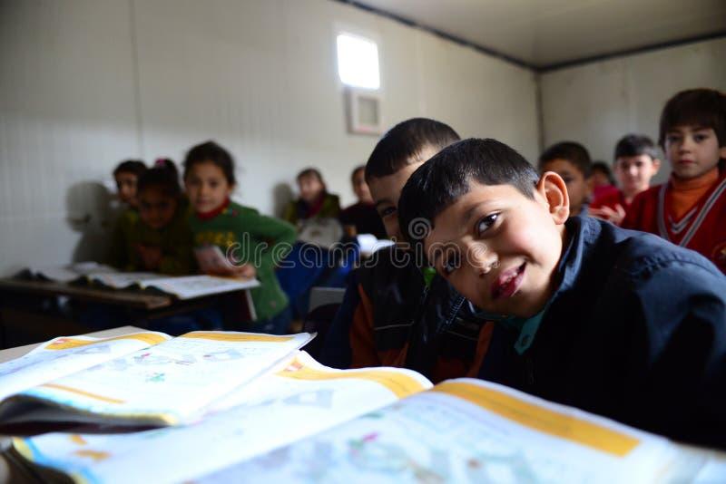 Szkoła dla syryjskich uchodźców w yayladagi obrazy royalty free