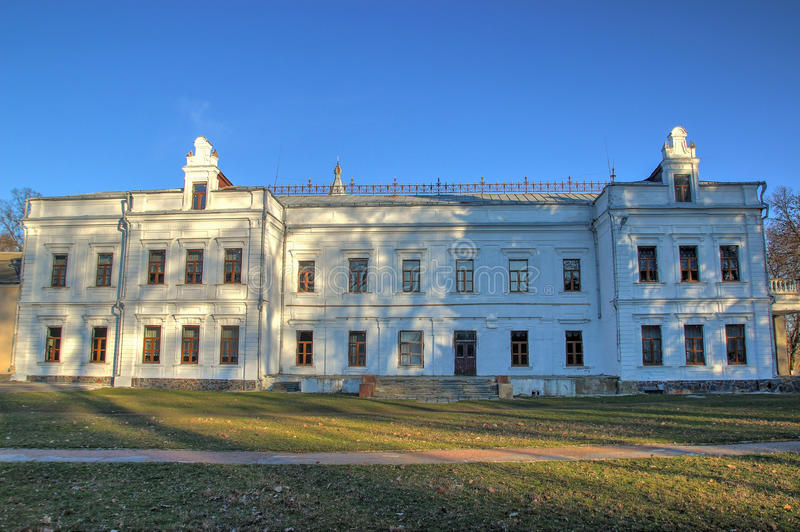 Szkoła przy miasteczkiem Andrushivka, Ukraina fotografia royalty free