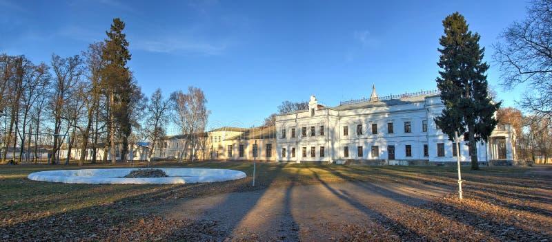 Szkoła przy miasteczkiem Andrushivka, Ukraina fotografia stock