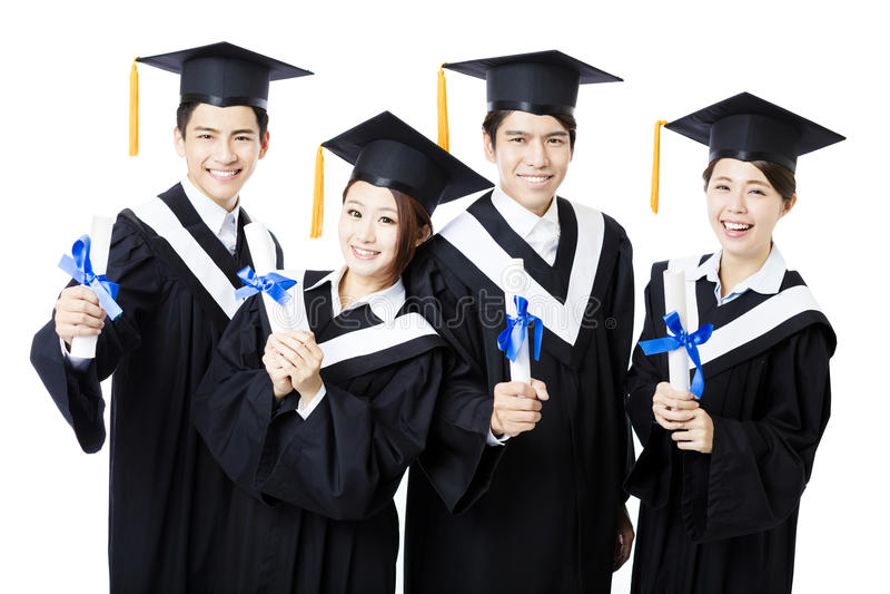 Szkoła wyższa absolwenci stoi i ono uśmiecha się w skalowanie togach fotografia royalty free