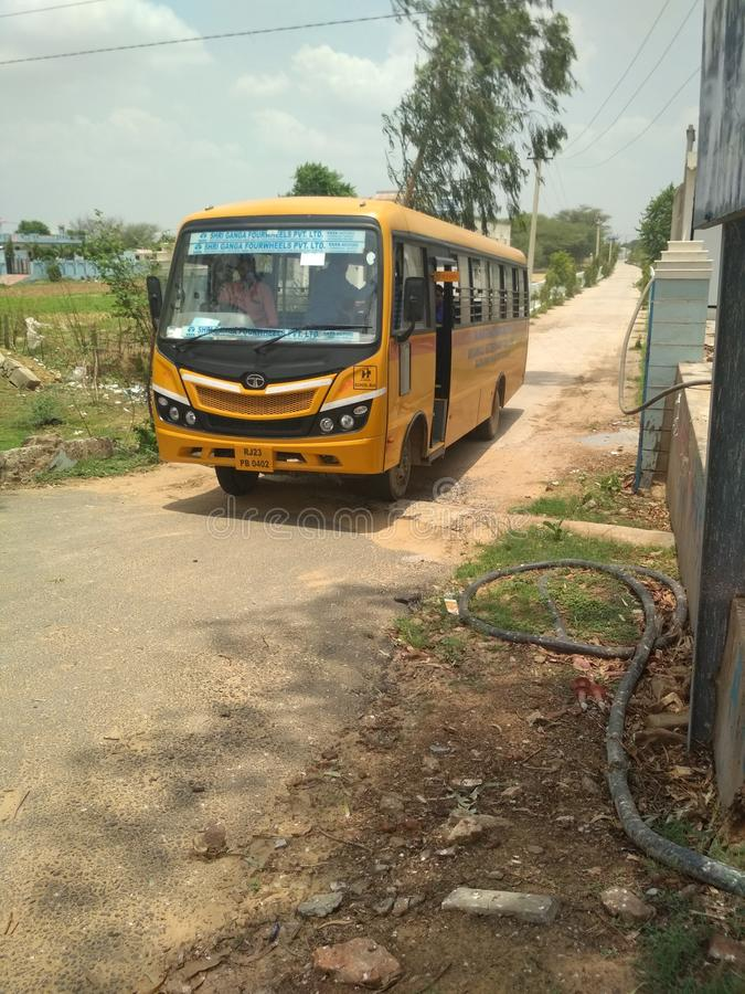 Szkoła wyższa autobus fotografia royalty free